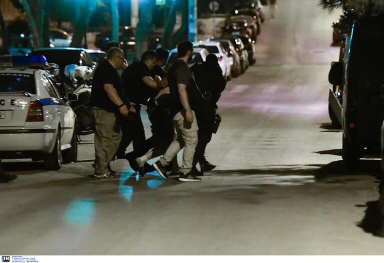 Αίσιο τέλος με τον άνδρα που απειλούσε να αυτοκτονήσει στη Νέα Σμύρνη [pics]