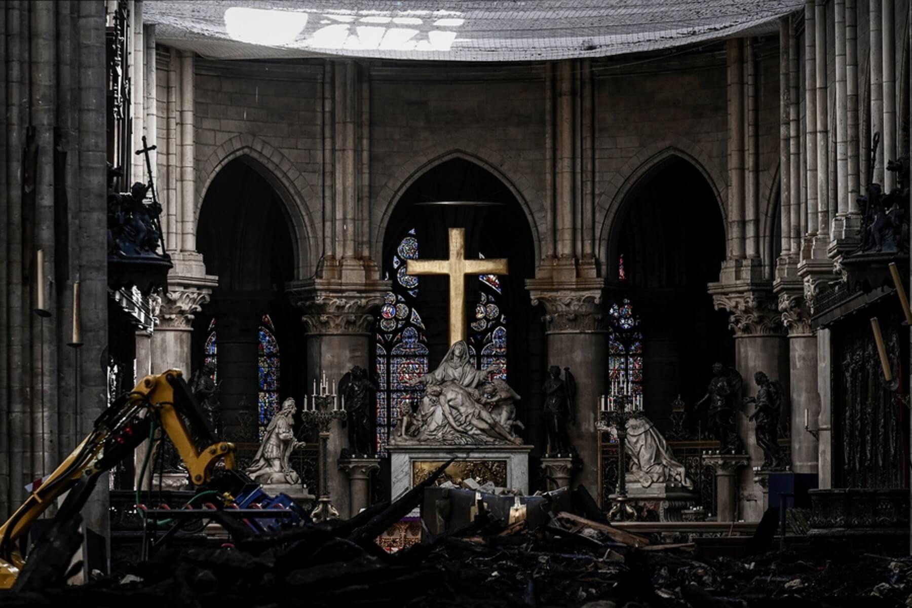 Πρώτη λειτουργία στην Παναγία των Παρισίων μετά την φωτιά