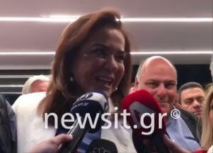 Μπακογιάννης… κέρδισε Μπακογιάννη, αλλά η Ντόρα αδιαφορεί και είναι κλασική… ελληνίδα μάνα! video, pics