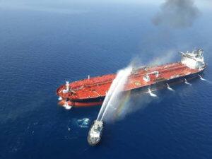 Σε λιμάνι των ΗΑΕ το ιαπωνικό τάνκερ που χτυπήθηκε στη θάλασσα του Ομάν