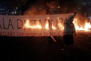Ονδούρα: Δύο νεκροί και 20 τραυματίες σε διαδήλωση κατά του προέδρου της χώρας[video,pics]