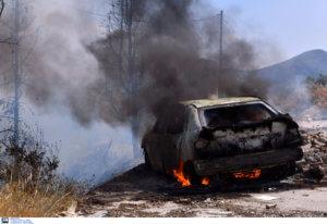Έβαλαν φωτιά σε αυτοκίνητο στην Κόρινθο [pics]