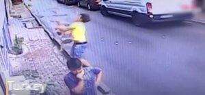 Παιδί έπεσε από τον 2ο όροφο και προσγειώθηκε στην αγκαλιά του! [video]