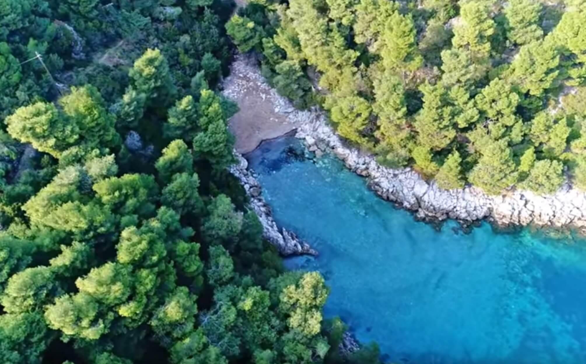 """Ένας παράδεισος δύο ώρες από την Αθήνα – Τα άγνωστα """"Σεϊτάν Λιμάνια"""" της Εύβοιας"""
