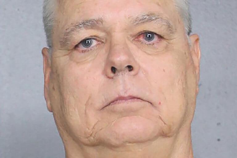 ΗΠΑ: Αντιμέτωπος με έως 100 χρόνια φυλακή αστυνομικός που έμεινε αδρανής στο Πάρκλαντ