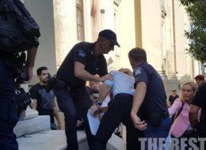 Ζάκυνθος: «Σκότωσα τον πατέρα μου από αγανάκτηση» – Αποθεώθηκε ξανά στα δικαστήρια ο νεαρός πατροκτόνος – video