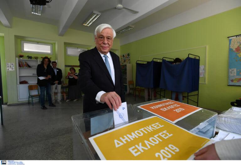 Εκλογές 2019: Ψήφισε ο Προκόπης Παυλόπουλος – Δεν έκανε δηλώσεις