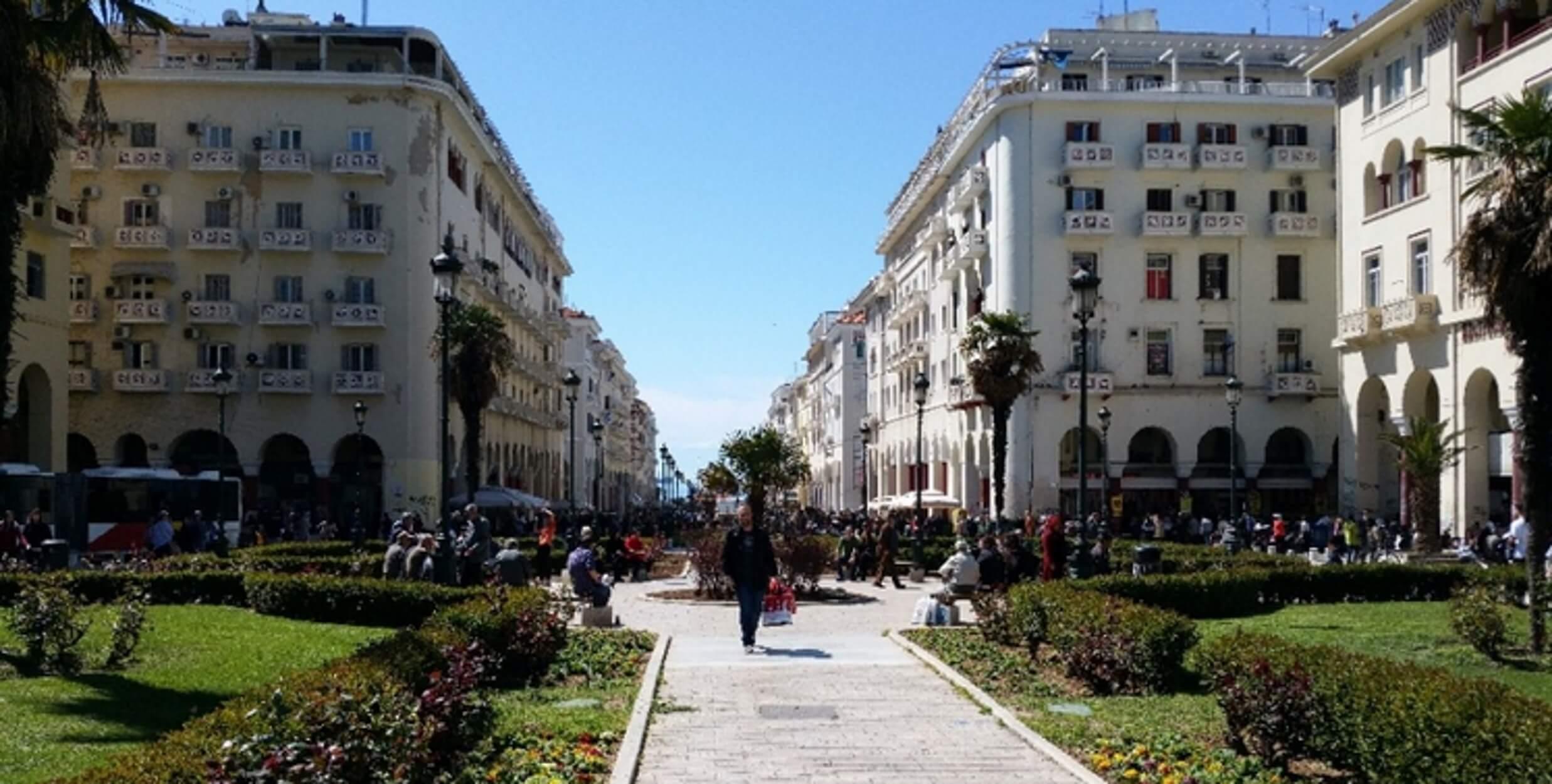 Θεσσαλονίκη: Πλησίασαν τον κάδο σκουπιδιών και είδαν αυτό το μακροσκελές μήνυμα