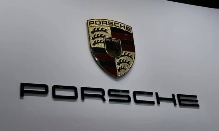 H Porsche ανακαλεί 340.000 αυτοκίνητα