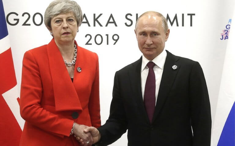 Με το… ζόρι η χειραψία Μέι και Πούτιν! Οι όροι της Βρετανίδας πρωθυπουργού