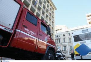 Έκαψαν τουριστικό λεωφορείο στην πλατεία Καραϊσκάκη