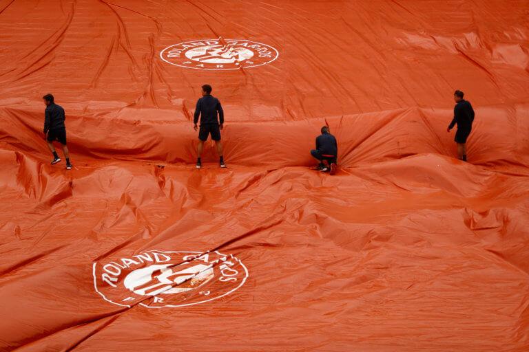 Roland Garros: Διακόπηκε ο δεύτερος ημιτελικός! Το Σάββατο μαθαίνει αντίπαλο ο Ναδάλ
