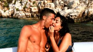 """Κριστιάνο Ρονάλντο: Τα """"καυτά"""" φιλιά με την εντυπωσιακή Τζωρτζίνα στη Μεσσηνία – video"""