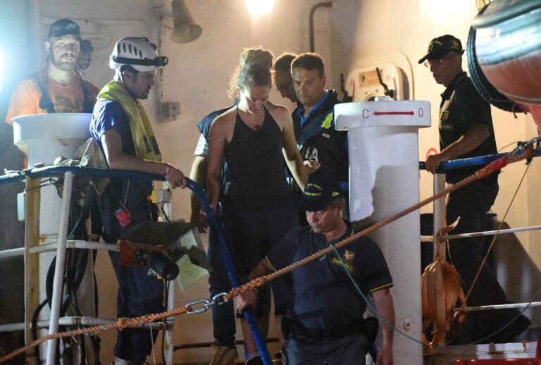 Ιταλία: Συνελήφθη η καπετάνιος του Sea Watch! Έδεσε στο λιμάνι της Λαμπεντούζα