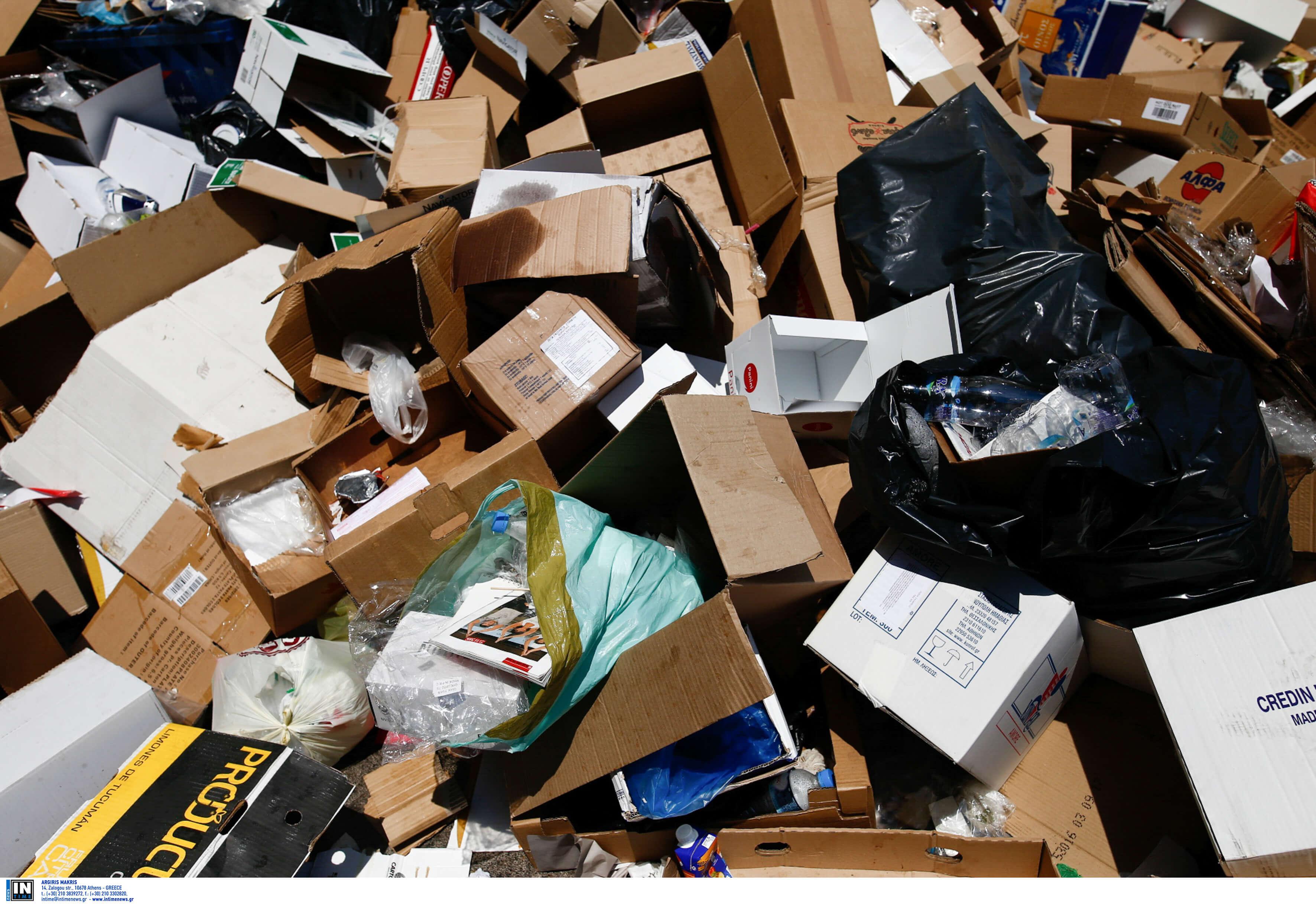 Αίγιο: Τους πνίγουν τα σκουπίδια – Έφαγε ξύλο εργαζόμενη στην καθαριότητα – video