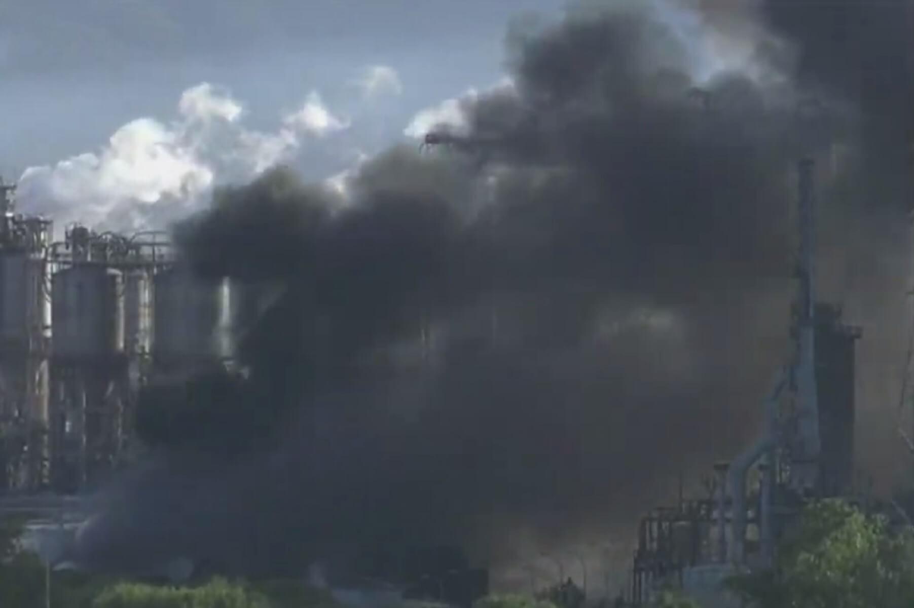 Έπνιξαν οι καπνοί το Γιβραλτάρ! Έκρηξη σε διυλιστήριο στην πόλη Σαν Ρόκε – video