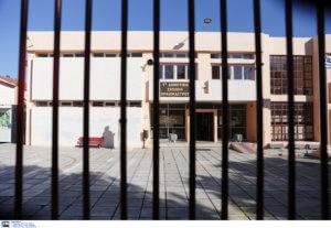 Θεσσαλονίκη: Προσαγωγές μαθητών μετά από μήνυση του διευθυντή τους – Χαμός στο Γυμνάσιο της Καλαμαριάς!