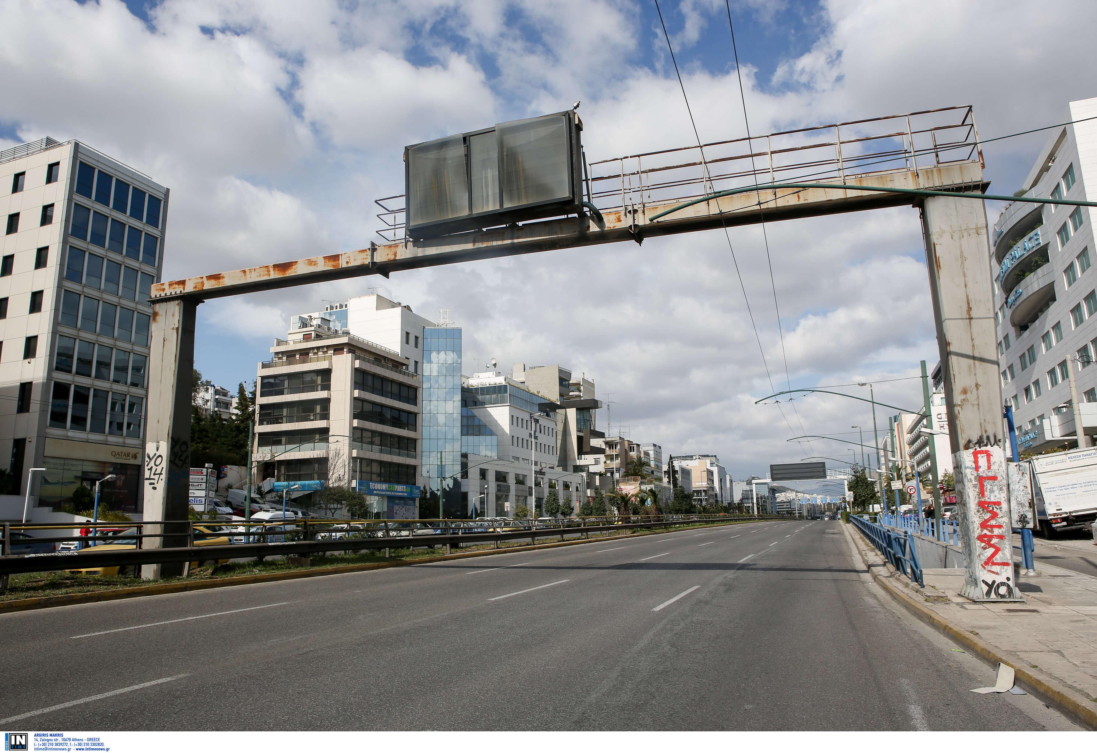 """Τροχαίο στη Συγγρού – Αυτοκίνητο έπεσε πάνω σε φανάρι και το """"ξήλωσε"""""""