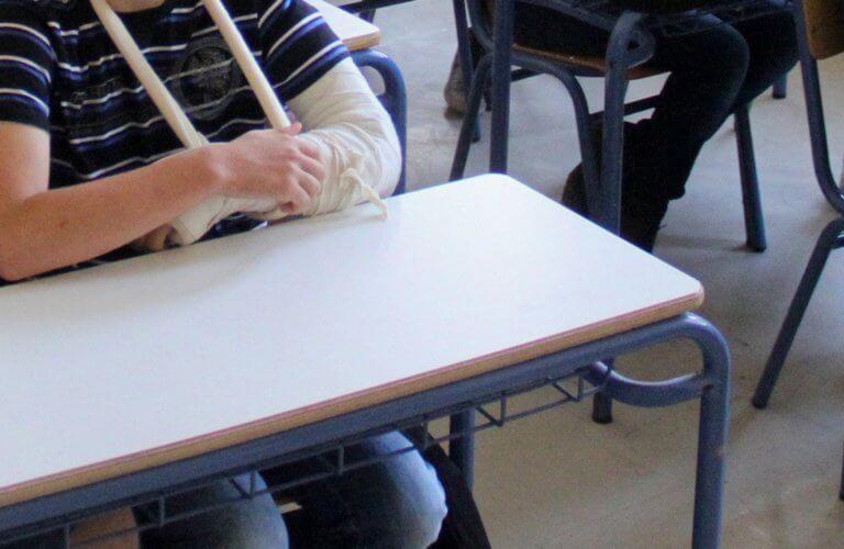 Νάξος: Καψώνια και ξυλοδαρμοί στο σχολείο – Στον εισαγγελέα η μητέρα δίδυμων παιδιών – video