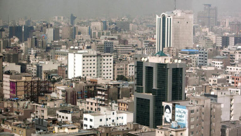 Τεχεράνη: Λουκέτο σε 547 εστιατόρια και καφετέριες επειδή… προσέβαλαν την «ισλαμική ηθική»