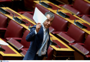 Η τελευταία ομιλία Θεοδωράκη στη Βουλή: Παραιτούμαι, αναλαμβάνω την ευθύνη για την ήττα