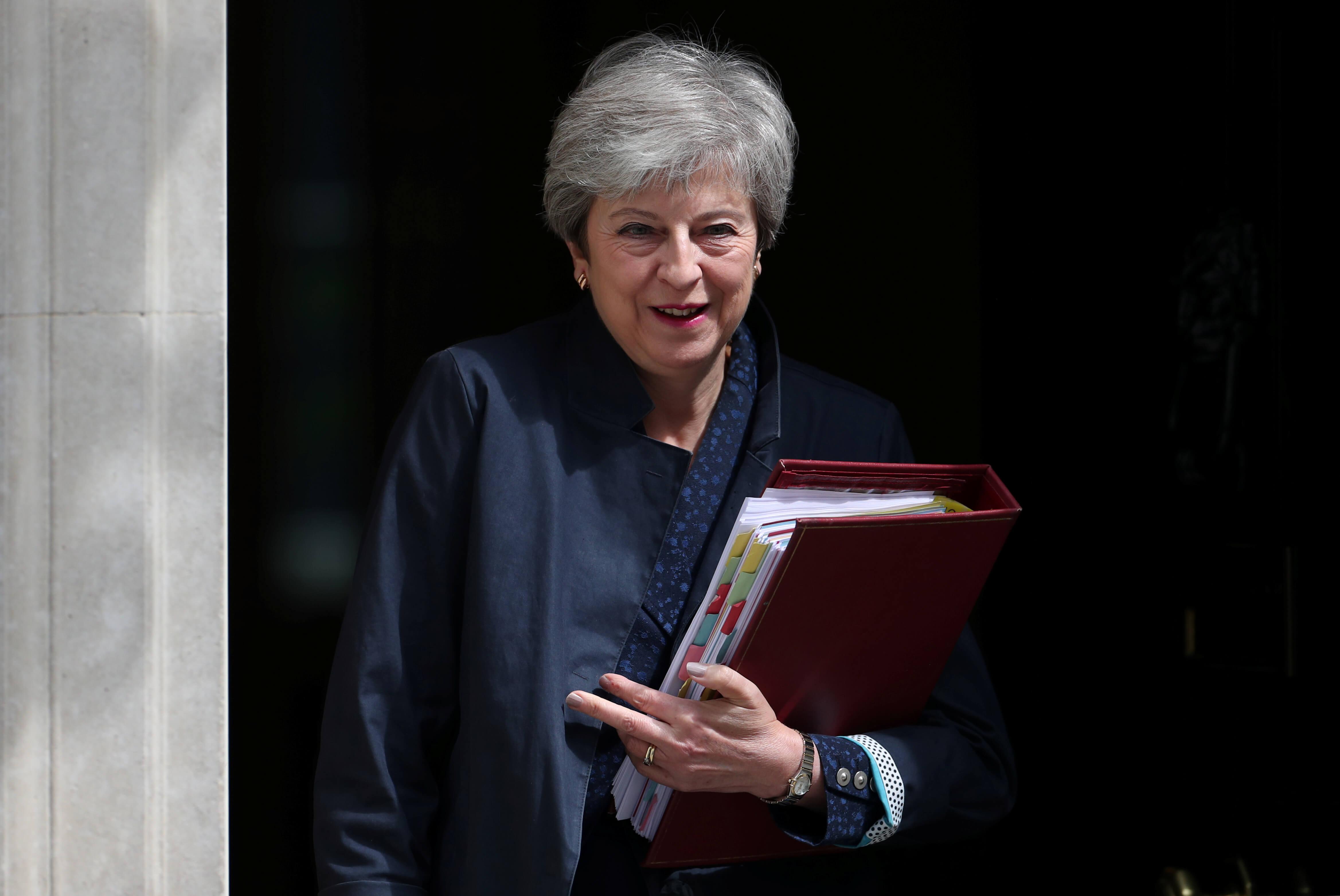 Δεν φεύγει από το κοινοβούλιο η Μέι! Θα παραμείνει βουλευτής