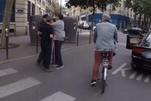 Γαλλία: Σε δίκη ο οδηγός που δεν έδωσε προτεραιότητα σε τυφλό και ξυλοκόπησε τον συνοδό του – video