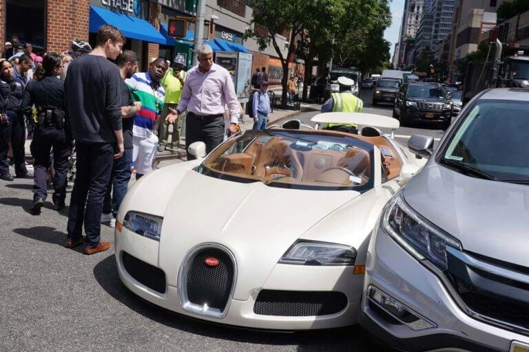 Δεν πρόλαβε να τη χαρεί! Τράκαρε την Bugatti των 2 εκατ. μόλις την αγόρασε! [vid]