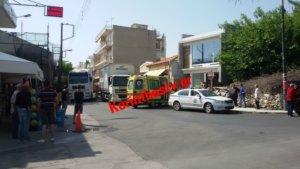 Κορινθία: Φορτηγό παρέσυρε και σκότωσε γυναίκα μπροστά από τον σταθμό των ΚΤΕΛ στο Κιάτο [pics, video]