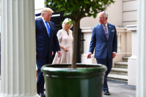 Βρετανία: Για χαλαρό τσαγάκι ο Τραμπ με τον Κάρολο… βρίζοντας τον Δήμαρχο του Λονδίνου
