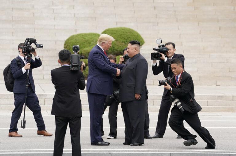 Τραμπ: Τα βήματα στη Βόρεια Κορέα και η πρωτιά του Αμερικανού προέδρου
