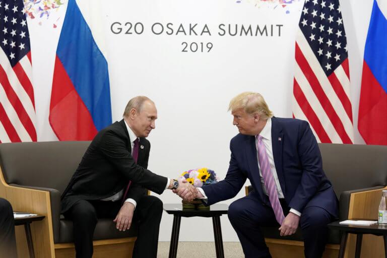 Η μουλωχτή προειδοποίηση Τραμπ σε Πούτιν on camera [vid]