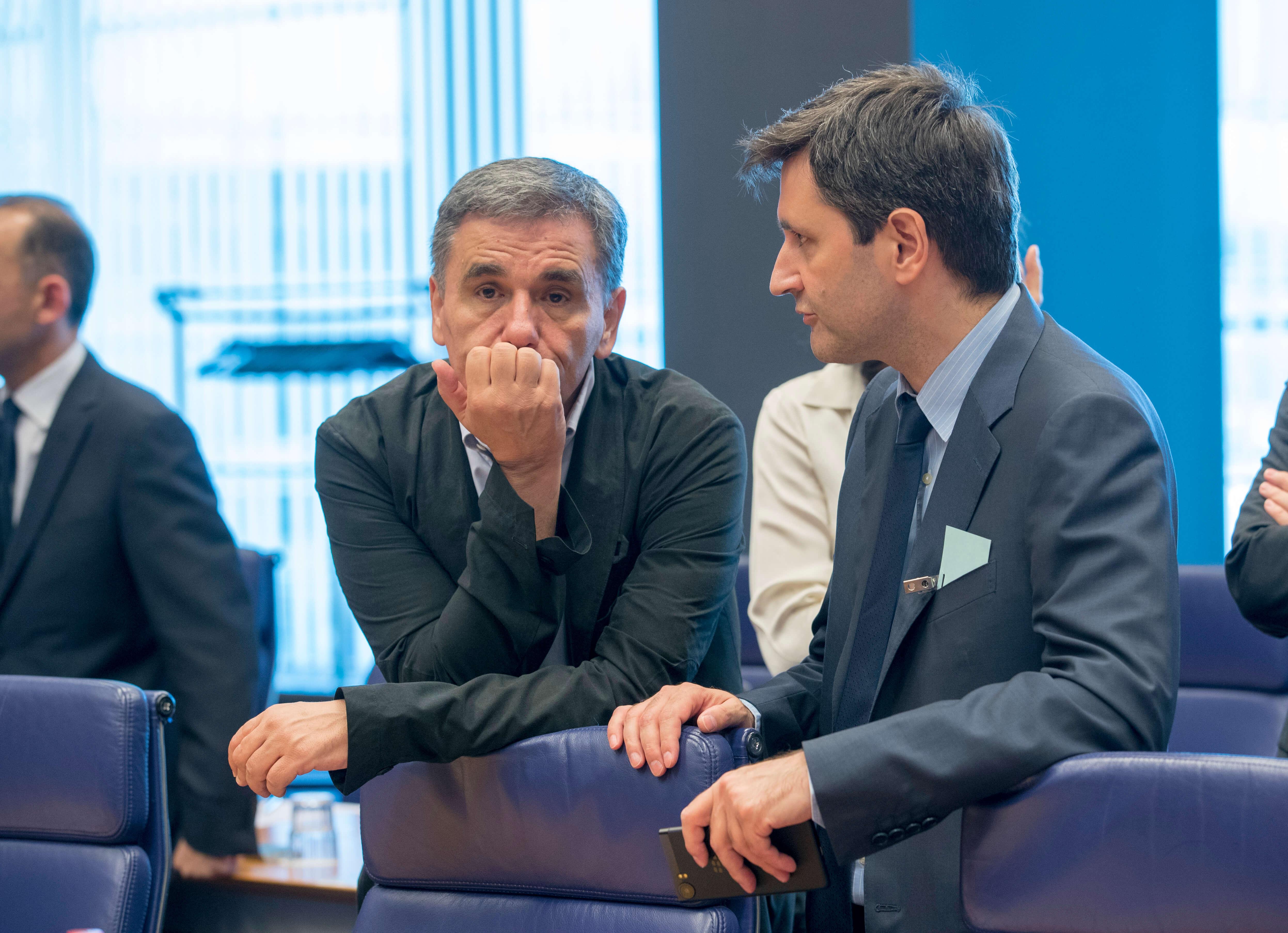 """Έκθεση Κομισιόν: """"Βλέπει"""" κίνδυνο δημοσιονομικής εκτροπής λόγω παροχών"""