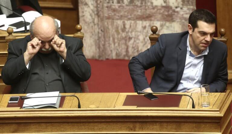 """Χαμός με τις μετατάξεις στην Βουλή! Από το """"ουδέν μεμπτόν"""" στο πάγωμα"""