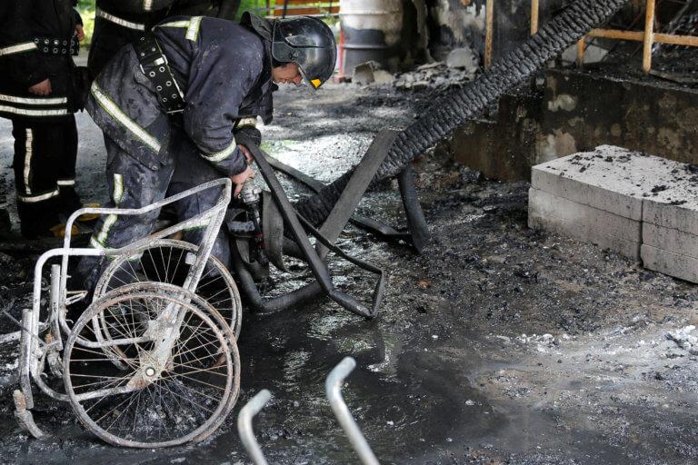 Ουκρανία: Έξι νεκροί από πυρκαγιά που ξέσπασε σε ψυχιατρική κλινική στην Οδησσό [pics]