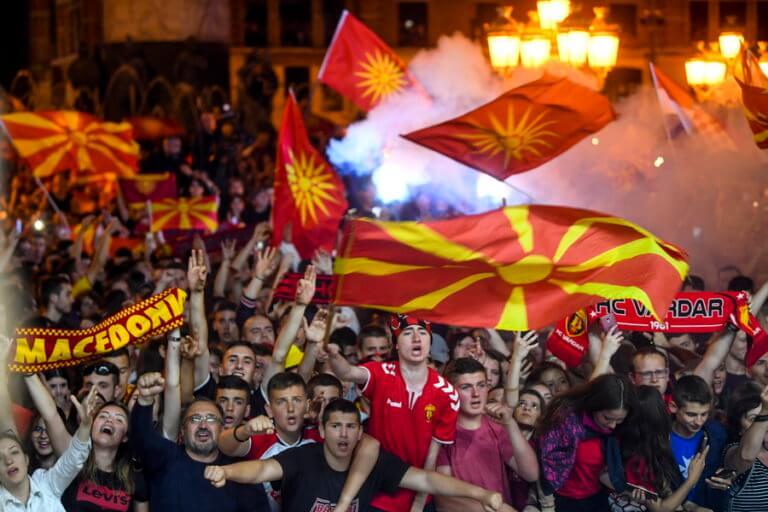 Σκόπια: «Ποτέ Βόρεια – Μόνο Μακεδονία» από το πλήθος στην υποδοχή της Βαρντάρ [video, pics]