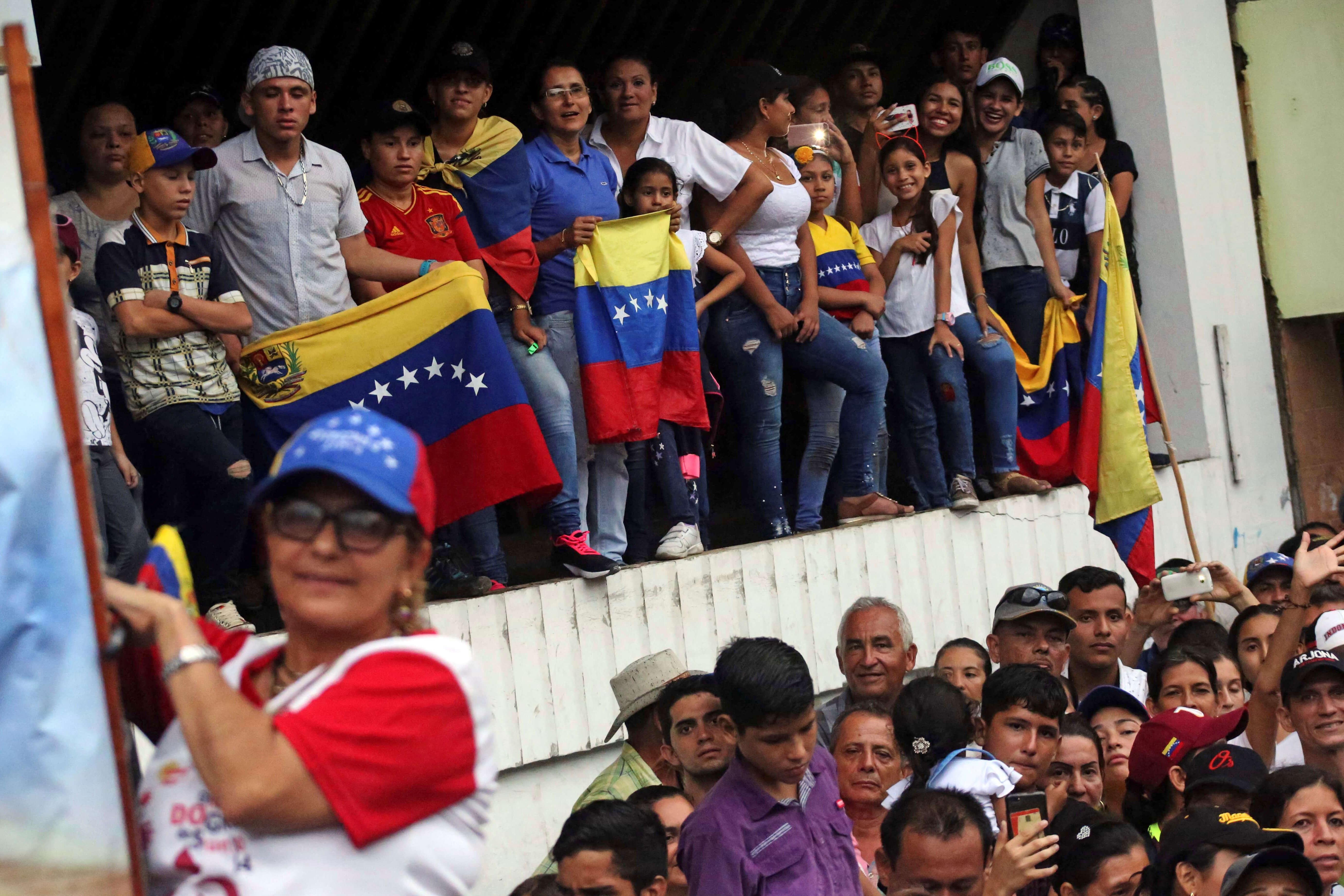 Βενεζουέλα: Επαφές της Ύπατης Αρμοστείας του ΟΗΕ με Μαδούρο και Γκουαϊδό