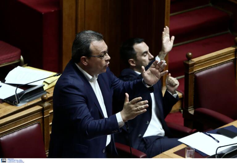 Βουλή: «Χαμός» για τις τροπολογίες – Αποχώρηση κομμάτων και «πυρά» από… βουλευτές του ΣΥΡΙΖΑ