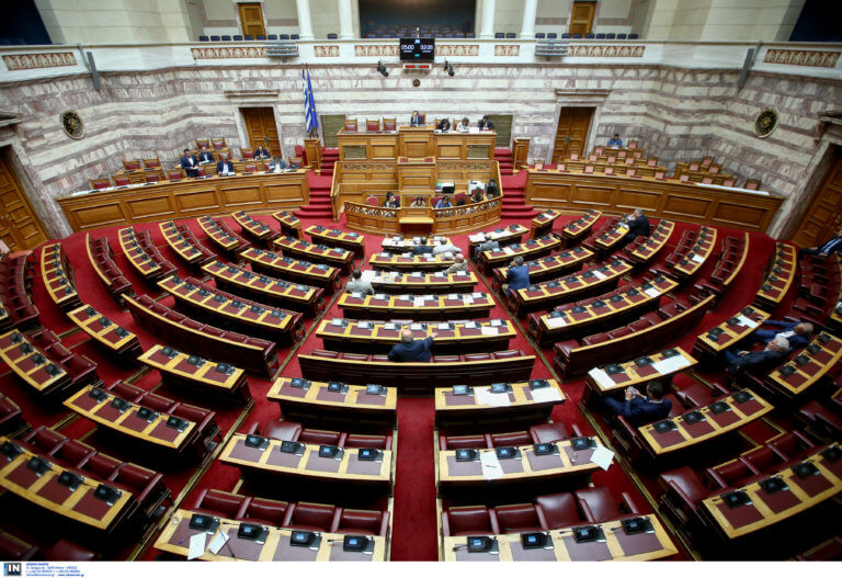 Πέρασε η τροπολογία για το αφορολόγητο – Έκλεισε η Βουλή