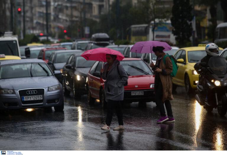 Καιρός σήμερα: Με βροχές και μπόρες θα πάμε στην κάλπη – Που θα χρειαστούμε ομπρέλα