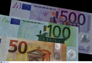 Αγρίνιο: Πέταξε από το μπαλκόνι 1.300 ευρώ και χρυσές λίρες – Τι είχε προηγηθεί μέσα στο σπίτι της…