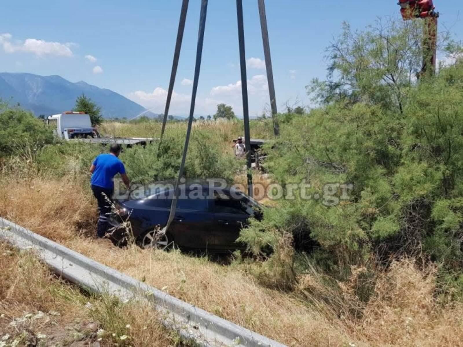 Λαμία: Βρέθηκαν με το αυτοκίνητο μέσα στα χωράφια! [pics]