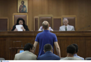 Δίκη Χρυσής Αυγής: Έξαλλη η πρόεδρος από την απουσία των κατηγορουμένων