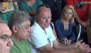 Ζάκυνθος: Διαμαρτυρία στο δημαρχείο για τη ρύπανση της θάλασσας