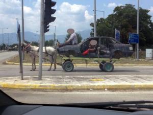 Αυτοκίνητο… άμαξα στην Κομοτηνή! Έχει και άλογο [pic]