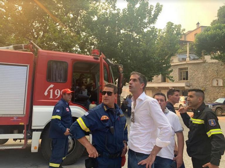 Μανίκια Ευβοίας: Παρών ο Κώστας Μπακογιάννης – Σε ανοιχτή γραμμή με τις πυροσβεστικές αρχές!