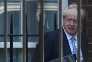 Επείγον τηλεφώνημα του Ζαν Κλοντ Γιούνκερ στον Μπόρις Τζόνσον για το Brexit!