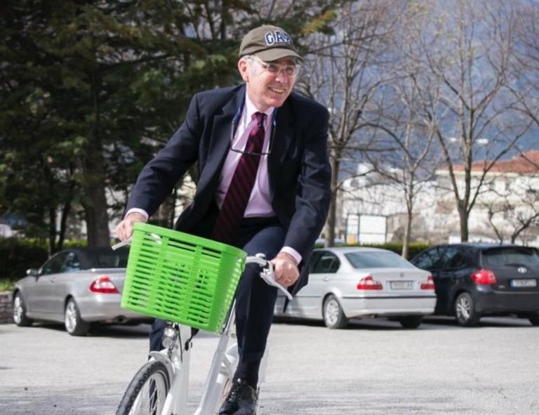 Τζέφρι Πάιατ: Σοβαρό ατύχημα με το ποδήλατο για τον πρέσβη των ΗΠΑ