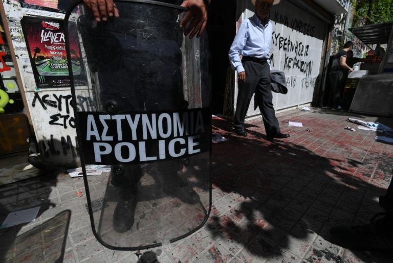 Εξάρχεια: Ταυτοποιήθηκε 16χρονος αλλοδαπός που πέταγε πέτρες σε εκλογικό τμήμα