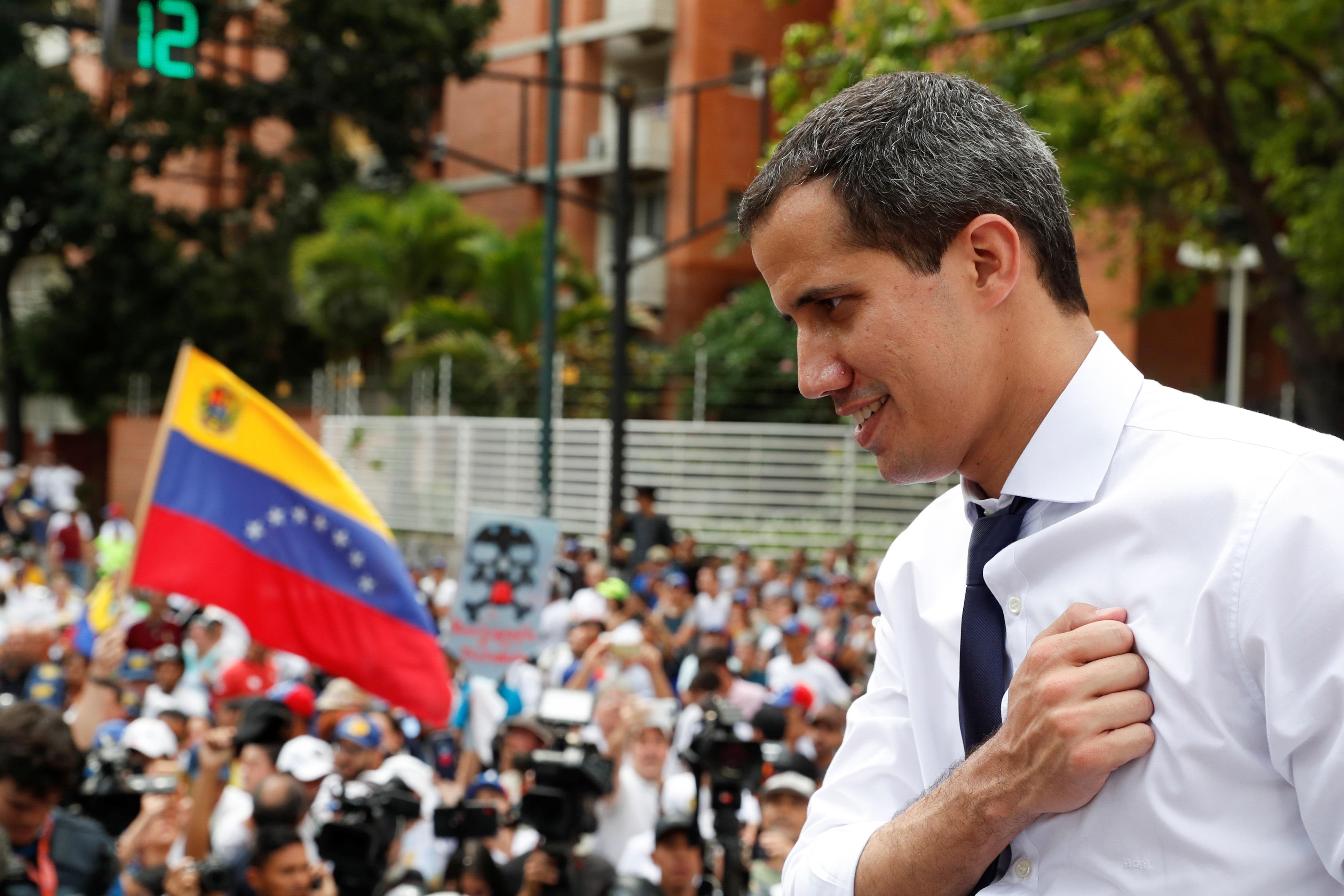 """Τραμπ: Κόβει 40 εκατ. δολάρια για Γουατεμάλα – Ονδούρα και τα… """"σπρώχνει"""" στον Γκουαϊδό!"""
